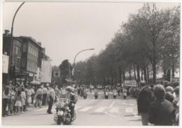 Foto/Photo. Auderghem. Moto Harley-Davidson De La Police Escortant Un Evénement. 20 KM. De Bruxelles ? - Places