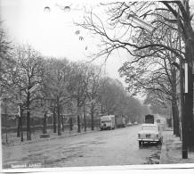 PARIS DES ANNEES 1960  BOULEVARD ARAGO  PEUGEOT CITROEN RENAULT - Riproduzioni