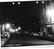 PARIS DES ANNEES 1960  RUE THEOPHRASTE RENAUDOT   PEUGEOT CITROEN RENAULT - Riproduzioni
