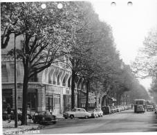 PARIS DES ANNEES 1960  AVENUE DE SUFFREN  PEUGEOT CITROEN RENAULT ESSO MERCEDES AUTOBUS - Riproduzioni