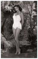 Sexy JULIE ADAMS Actress PIN UP Postcard - Publisher RWP 2003 (01) - Artistes