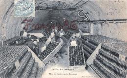 (51) Moêt Et Chandon - Mise En Casiers Apres Remuage - 2 SCANS - Autres Communes