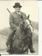 PRESIDENT OF YUGOSLAVIA  --  JOSIP BROZ TITO    ---  WITH HORSE  --   14,7 Cm X 10,5 Cm - Famous People