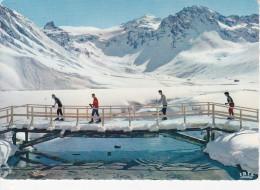 SUPER-TIGNES (73-Savoie), Passerelle Sur Le Lac Et La Grande Motte, Skieurs, Ed. Iris 1966 - Autres Communes