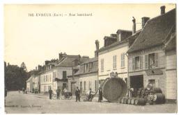 """Carte Postale Ancienne """"Evreux' (27) Rue Isambard  Carte Animée Nombreux Tonneaux - Evreux"""