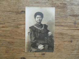 ANCIENNE  PHOTO  SUR CARTON  / PORTRAIT DE  FEMME / SANS IDENTIFICATION - Antiche (ante 1900)