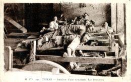 N°49112 -cpa Thiers -intérieur D'un Coutellerie- Les émouleurs- - Other