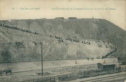 BELGIQUE VAL SAINT LAMBERT / Les Ramasseurs D'escarbilles Sur Le Terril Du Many / - Belgique