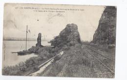 CPA 49 - LA POINTE La Pierre Bescherelle Dominant Les Bords De La Loire à La Limite De La Pointe à Savennière VOIES FER - Francia