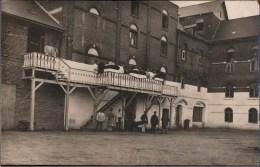 ! Alte Fotokarte 1917, Photo, Feld Lazarett, Soldaten, 1. Weltkrieg, Alte Mühle, Moulin, Echtfoto - Guerra 1914-18