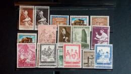 Vatican Lot De Timbres Mlh* ( Légère Charnière)  - Bon état  - Voir 1  Scan (s) Réf M6446 - Ohne Zuordnung