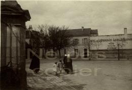 Loches, Une Rue Animée Vers 1900 Indre-et-Loire 37 - Plaatsen