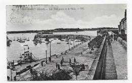 (RECTO / VERSO) SAINT MALO - N° 330 - LES REMPARTS ET LE MOLE AVEC PERSONNAGES - FLAMME DAGUIN - CPA - Saint Malo
