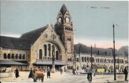 METZ - 57 - CPA COLORISEE   -   Une Vue De La Gare - L'entrée - VANH - - Metz