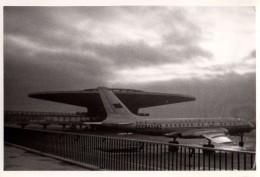 Photo Originale Avion De Ligne Et Tour De Contrôle - CCCP 42463 - Soucoupe Volante - - Luchtvaart