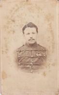 CDV Foto Husar Soldat Holland Niederlande Harderwijk Orden Abzeichen Um 1865-1870 - Oorlog, Militair
