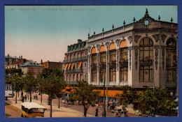 64 BIARRITZ La Place De La Liberté ; Commerces, Voitures - Animée - Colorisée - Biarritz