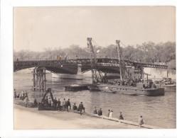 ZZ-6 -photo Photographie De Presse - Paris  France Pont Solferino Pose Passerelle 1961 ?  Peniche - Lieux