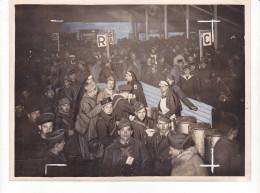 ZZ-12 -photo Photographie De Presse -gare Regulatrice Permissionnaires -soldats 1940 -croix Rouge - Guerre, Militaire