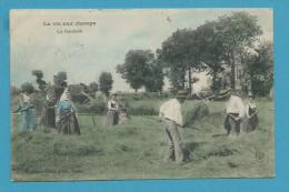 CPA LA VIE AUX CHAMPS - La Fenaison - Cultures
