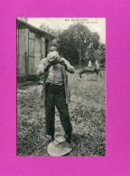 GUADELOUPE /   POINTE A PITRE  1920 ETHNIQUE TYPE HOMME UN BUVEUR DE COCO   CIRC NON  EDIT - Pointe A Pitre