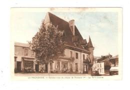 CPA 42 La Pacaudiere, Rendez-vous De Chasse De Francois 1er - Le Petit-Louvre Magasins Voiture - La Pacaudiere