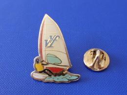 Pin's Planche à Voile - Windsurf - VVF (PQ55) - Waterski