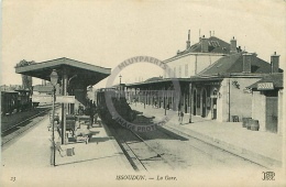 /! 1426 - CPA - 36  -  Issoudun : La Gare (train à Vapeur) - Issoudun