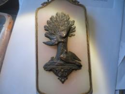 BRONZE - DEUX COLOMBES AVEC CROIX DANS LE BEC -(symbole St Esprit )   VOIR PHOTOS - Brons