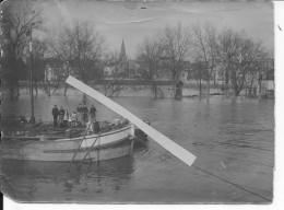 Paris Fournaises Innondations 1910 Crue De La Seine 30/01/1910  Péniche Marinier Et Sa Famille1 Photo - Places