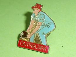 Pin's / Sport : Gant Et Outfielder   TB1(8a) - Baseball