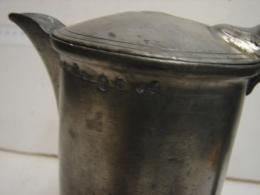 PL. 179. Grand Pot En étain à Couvercle, Bec Verseur. (PL. C22. 1200 Gr) - Etains
