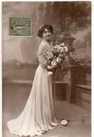 N° 82 : FANTAISIE FEMME : Belle Robe , Fleurs - Femmes