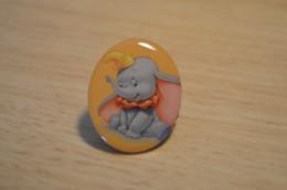 Pin's Disney Carrefour N° 27 - Dumbo - Disney