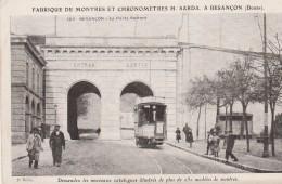BESANCON - LA PORTE BATTANT - CARTE OFFERTE PAR LA FABRIQUE DE MONTRES ET CHRONOMETRES H.SARDA -CARTE GLACEE ANIMEE, TRA - Besancon