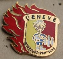 SAPEURS POMPIERS DE GENEVE - SUISSE - EQUIPE DE BOWLING - FEU - CASQUE   -      (ROUGE) - Firemen