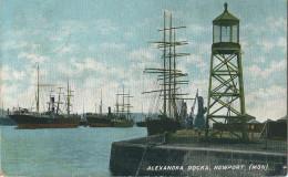 ALEXANDRA  DOCKS NEWPORT , Le PHARE ,  ( Mon ) - Pays De Galles
