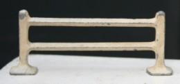 Ca4.g- Barrière Cloture  Figurine Ancienne Animal Métal Alu Ferme - Pigs