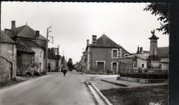 86, LA PUYE, MONIMENT AUX MORTS ET ROUTE DE CHAUVIGNY - Francia