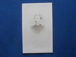 Photo CDV Plantefol Au Havre - Portrait Nuage Homme Avec Noeud Papillon, Bourgeoisie, Notable Second Empire Ca 1865 L248 - Oud (voor 1900)
