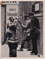 Austria Tabak - Sammelbild Adolf Hitler Und Sein Weg Zu Großdeutschland - Feuergefecht RAVAG Putsch 1934 (22512) - Zigaretten
