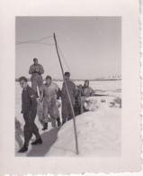 Foto 2. WK - Deutsche Wehrmacht - Soldaten Vor Unterstand - Luftwaffe  - 4*5cm (22525) - Krieg, Militär
