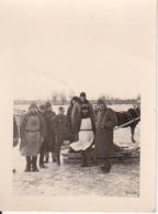 Foto 2. WK - Deutsche Wehrmacht - Soldaten Mit Einheimischen Im Osten - Luftwaffe - 4*5cm (22528) - Guerre, Militaire