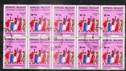 MADAGASCAR Lot Varié De Timbres Poste Oblitérés - Bloc Instauration Du FOKONOLONA - Madagascar (1960-...)