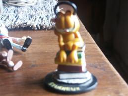 GARFIELD FIGURINE EN RESINE GARFIELD STUDIEUX   JIM DAVIS - Garfield