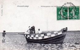 14 Grandcamps Déchargement Des Vieilles Voiles 1913 - France