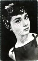 Audrey Hepburn (1929-1993) - Vedette Du Film Paramount ´´Sabrina´´ - Artiesten