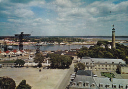 """LORIENT - L'arsenal - Deux Pavillons De Préfecture Maritime Dominés Par """"Tour Des Signaux"""" Ou """"Découverte"""" (HA-c791) - Lorient"""