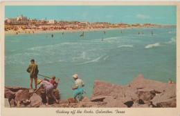 ETATS UNIS GALVESTON TEXAS 1930 ? FISHING OFF THE ROCKS PREMIER PLAN LEGERES MARQUES - Galveston