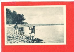 CAROLINES Cpa Animée Petits Canaques Pecheur  3 Edit J M Imp Lescuyer - Micronésie
